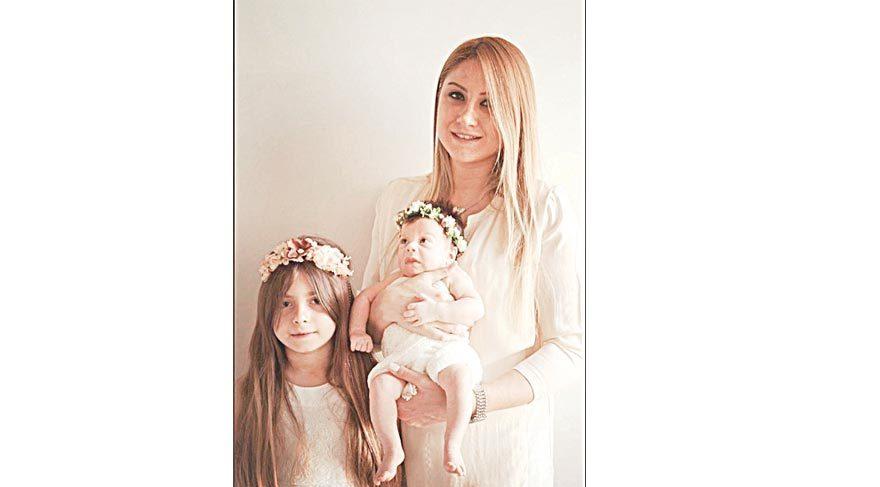 iki çocuğuyla ilk Anneler Günü