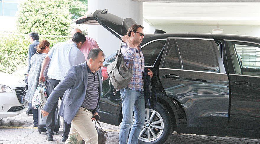 Antalya'ya giden Mermerci ve eşi Cem Aydın, Kemer'de güzel bir tatile başladılar.