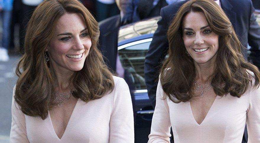 Düşes Kate dekoltesiyle şaşırttı