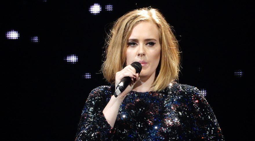Adele'den 392 milyon liralık imza