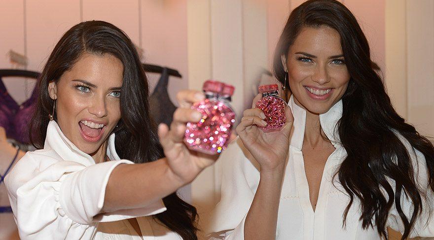Adriana Lima ikonik parfümü tanıttı