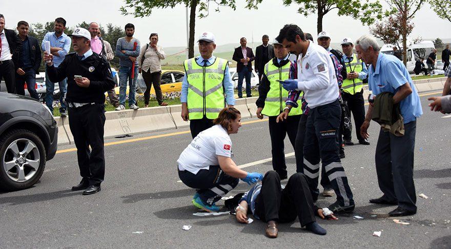 FOTO: SÖZCÜ/ Akşener'in konuşma yaptığı sırada, onu dinleyen bir partiliye araç çarptı. Alanda hazır bulunan sağlık ekipleri yaralıya ilk müdahaleyi yaptıktan sonra hastaneye kaldırdı.