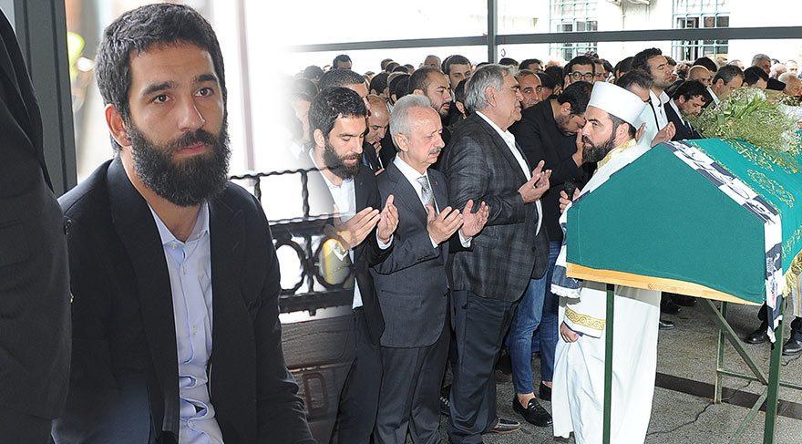 Arda Turan Tahir Küçel'i son yolculuğuna uğurladı