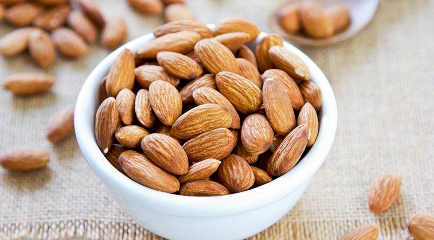 Badem kalp dostu yağ, protein ve fiber içeriğinin yanı sıra iyi bir magnezyum kaynağıdır.