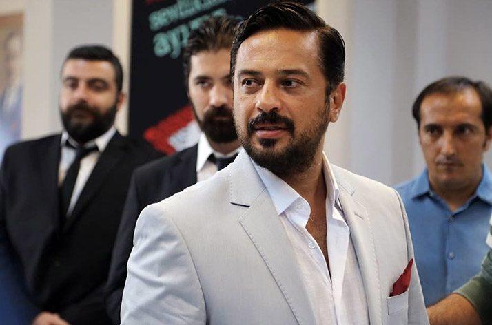 Aynı mahalleden yakın arkadaşlar olan Sedat, Harun ve Cihan, Sedat'ın bahiste kazandığı parayı harcamak için pavyona giderler.