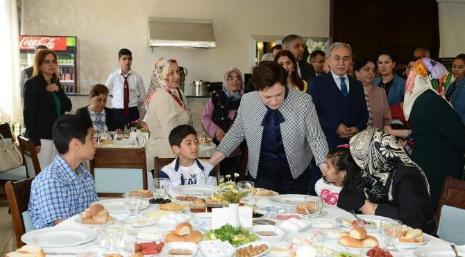 Bakan Sarı, şehit yakınlarıyla Anneler Günü'nü kutladı