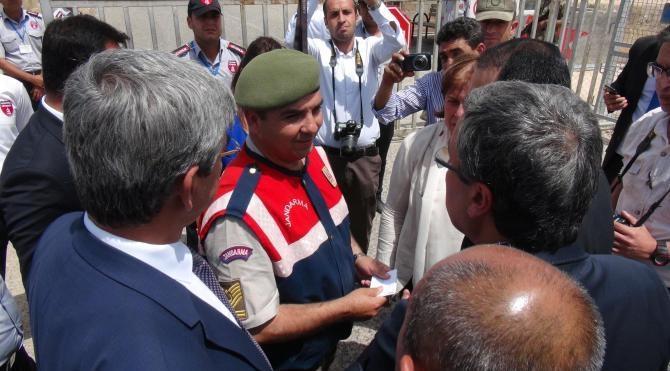 CHP heyeti, cinsel istismar iddialarının olduğu Nizip çadırkentinde inceleme yapamadı