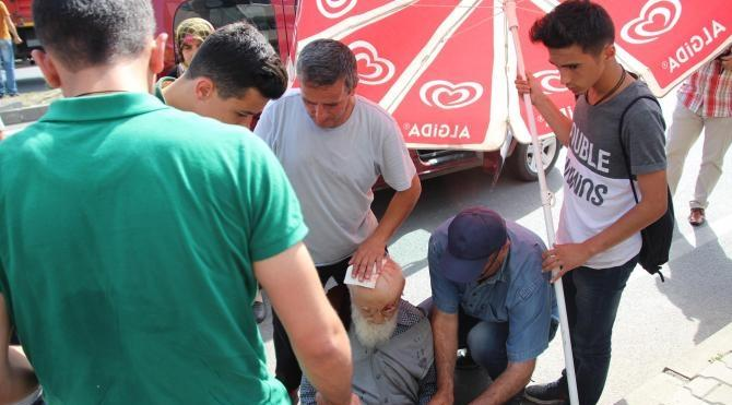 Hafif ticari aracın çarptığı yaşlı yaya ağır yaralandı