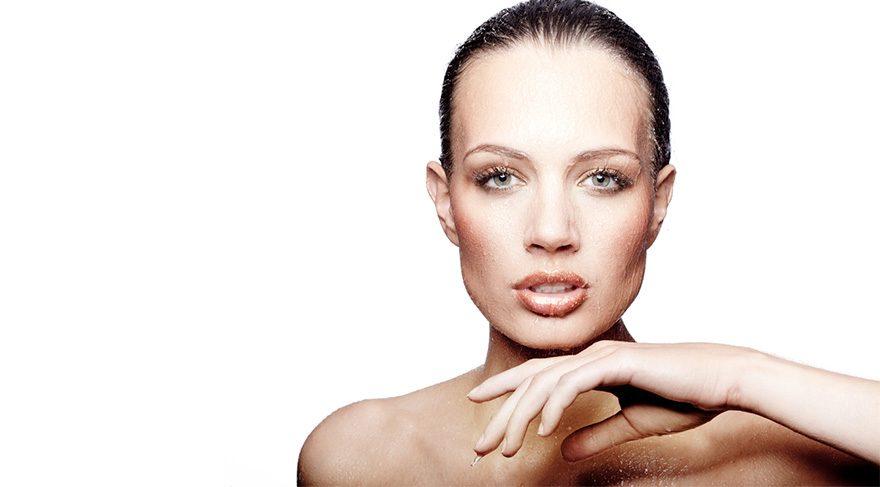 Cildin ihtiyacı olan bakım ve tedavi türüne göre bir paket uygulayarak gelin ve damat adayları düğün gününde lekesiz, parıldayan bir cilde sahip olabilir
