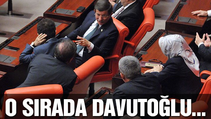 O sırada Davutoğlu