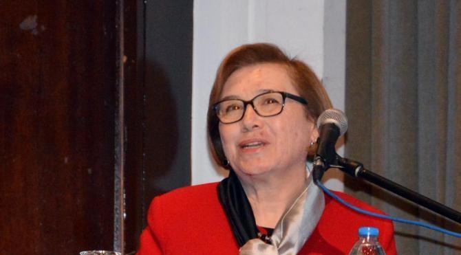Prof.Dr. Ecevit: Toplum, erkek ve kadınları farklı kalıpların içine girmeye zorluyor