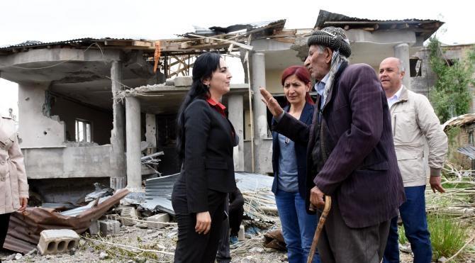 Yüksekova'da zarar komisyonları önünde uzun kuyruklar oluştu(2)