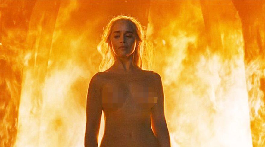 Game Of Thrones'un Ejderha Annesi Emilia Clarke çıplak sahnesiyle büyüledi