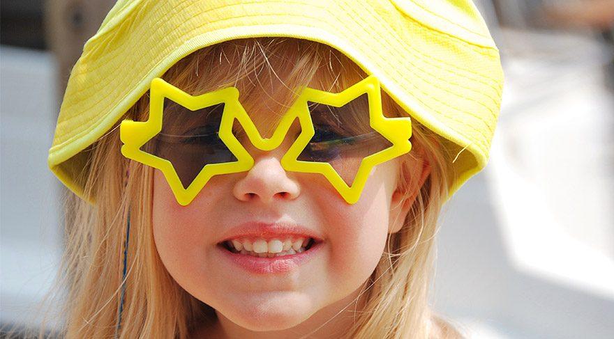 Çocukların güneş gözlüğü nasıl olmalı?