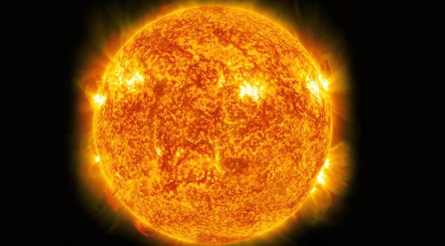 Güneş; Güneş merkezde olmayı, parlamayı, bireysel istek ve ihtiyaçlarımızı, kişisel hedeflerimizi, arzularımızı, otorite kurma şeklimizi, amaç duygumuzu, bilinçli davranışlarımızı, yaratıcı aktivitleri, lükse işaret eder. Şarj olmaktır, enerjimizi toplamaktır, yaşamsal enerjidir, motivasyondur.