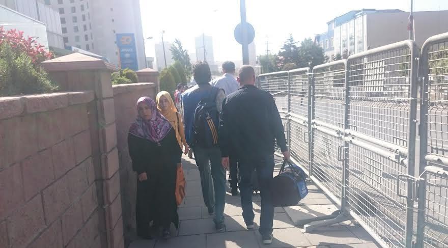 FOTO:SÖZCÜ - Vatandaşlar yüzlerce metre yürümek zorunda kaldı.