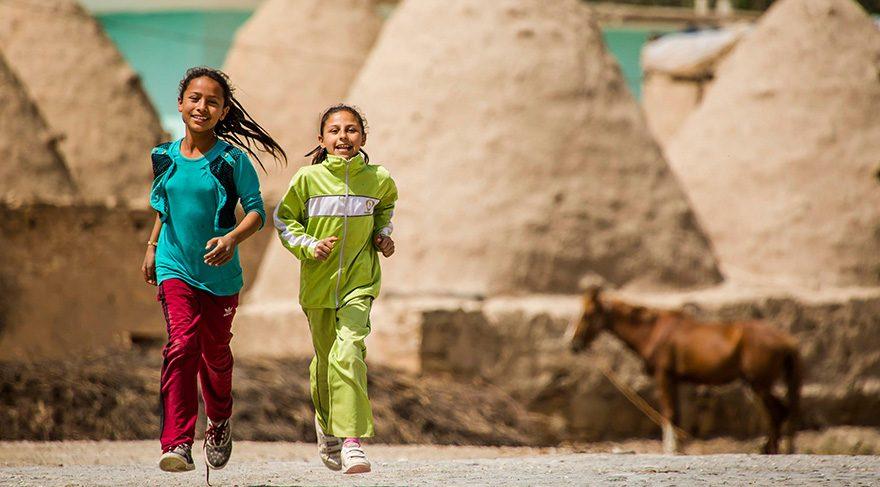 Harran'a geldiğinizde ilk göreceğiniz her şeye rağmen yüzlerinden gülümsemenin eksik olmadığı Harran çocukları.