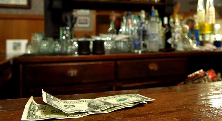 Küba'da barmen bir gecede doktordan fazla kazanıyor