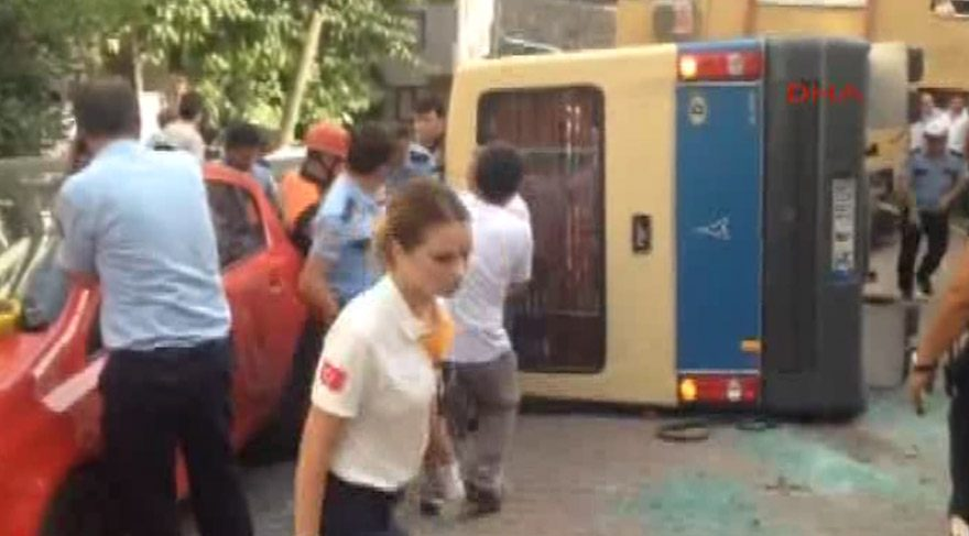 Gültepe'de minibüs devrildi! 10 yaralı