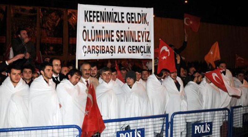 FOTO:DHA - Erdoğan'ı karşılamaya gelen ak kefenliler çok konuşulmuştu.