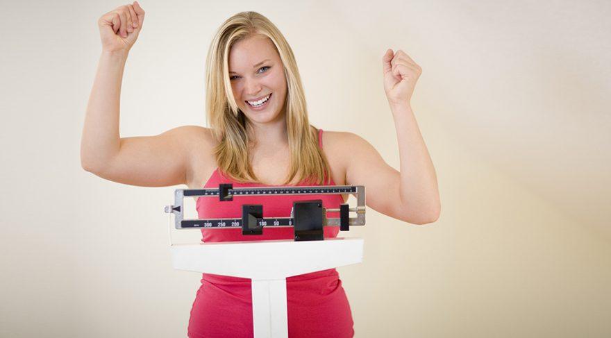 Sağlıklı beslenip doğal yollarla mide küçültülerek kilo vermek mümkün.