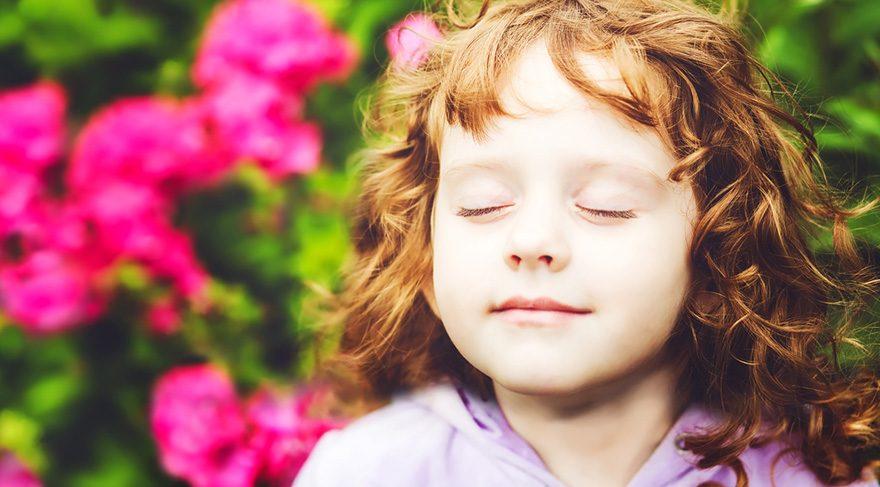 Mutlu olabilmek öğrenilen bir beceridir ve pozitif psikoloji yaklaşımında sıkça vurgulanır.