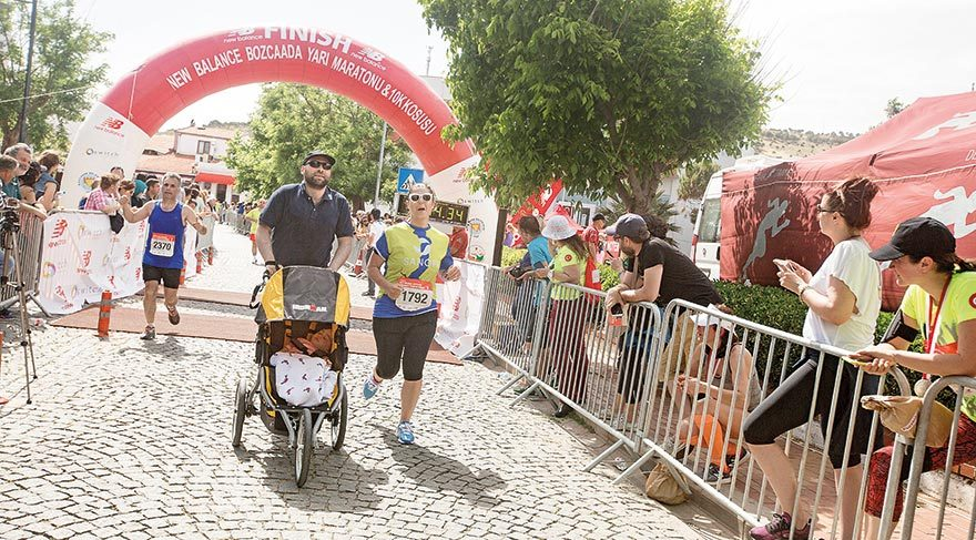 New-Balance-Bozcaada-Yari-Maratonu-ve-10K-Kosusu-(1)