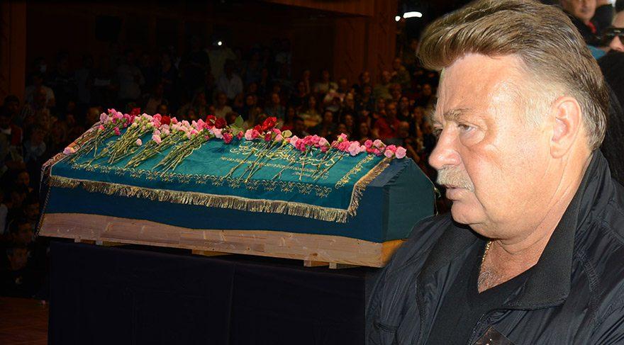 Oya Aydoğan'ın cenazesinde Nuri Alço'nun cüzdanı çalındı