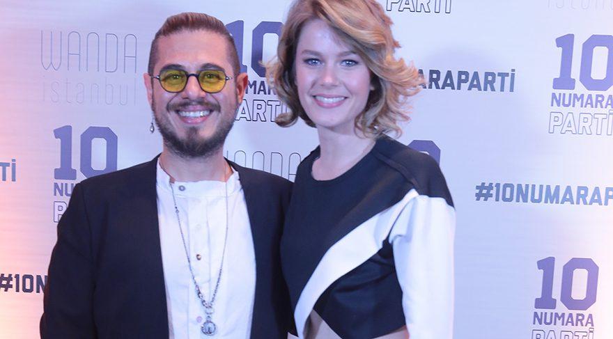 Burcu Biricik ve yönetmen Cem Karcı verdiği partiyle eğlendirdi
