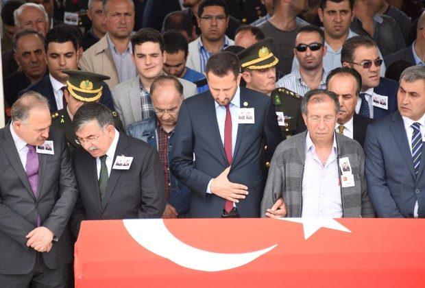 Cenaze törenine Genelkurmay Başkanı Hulusi Akar ile Milli Savunma Bakanı İsmet Yılmaz da katıldı. (Fotoğraflar: Sözcü)
