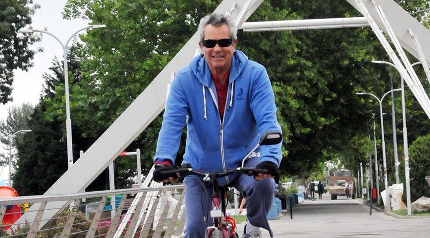 Salih Güney 70 yaşından sonra bisiklete bindi