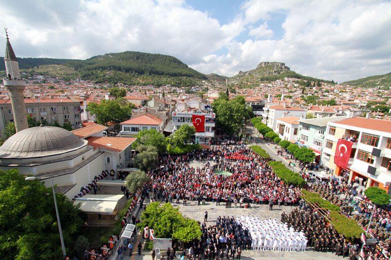 FOTO:DHA - Şehidin cenaze törenine binlerce vatandaş katıldı.