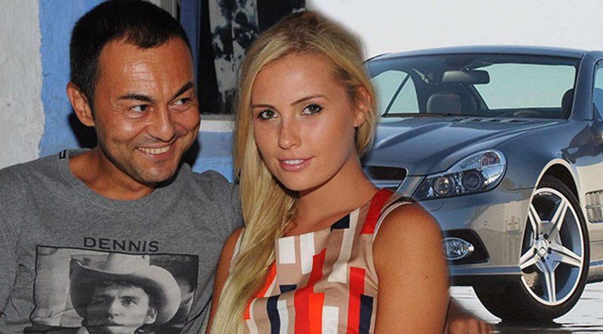 Serdar Ortaç'tan eşi Chloe Loughnan'a 100 bin euroluk araba