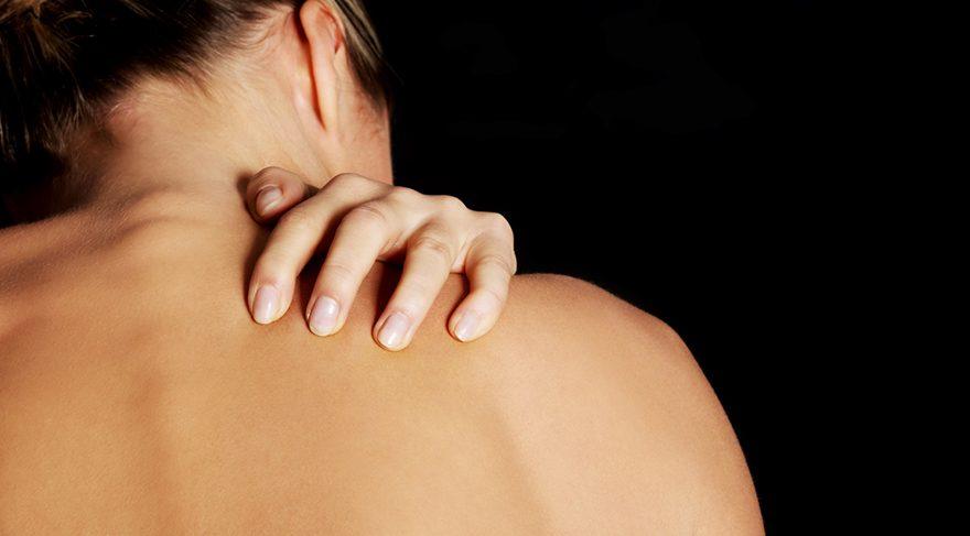 Özgüven eksikliği bulunan kişilerde sıklıkla kronik sırt ve omuz ağrısı gözlemlenmektedir.