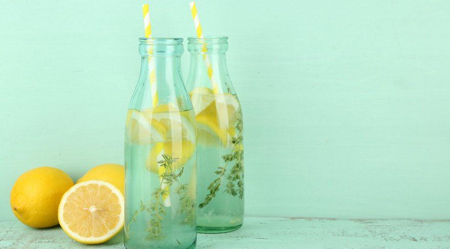 Suyun tadını sevmiyorsanız içine taze nane, portakal dilimleri, salatalık dilimleri, limon suyu karıştırarak çeşnilendirip içebilirsiniz.