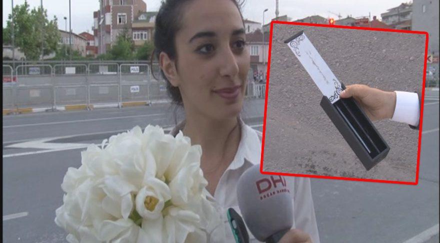 Çiçeği kaptı, ayetli kalemi aldı