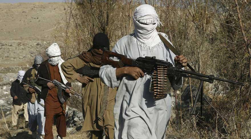 Taliban otobüslerin yolunu kesip yolcuları öldürdü