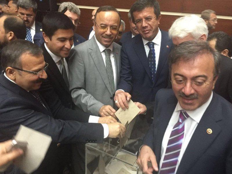 AKP Genel Merkezi'nde iki gündür temayül yoklaması vardı.