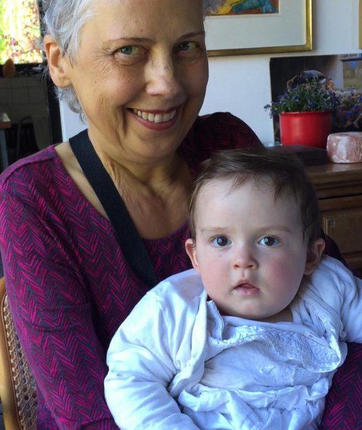 Elles'in bir diğer paylaşımında, kızı Melodi Veronika görülüyor