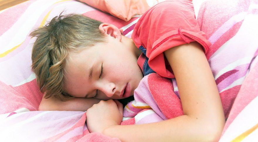 Yatak ıslatma kaç yaşından sonra sorun olarak görülmeli?