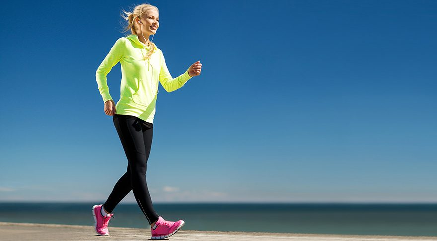 Günde en az yarım saat ve haftada en az 5 gün yürüyüş yapmak gerekiyor