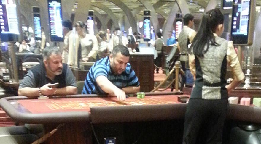 Binali Yıldırım'ın armatör oğlu Erkam Yıldırım kumar masasında böyle görüntülenmişti.