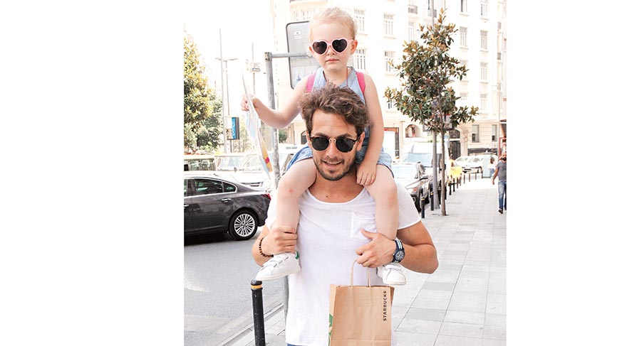 Hakan Dinçkol, kızı Mayra yakışıklı babasıyla poz verdi