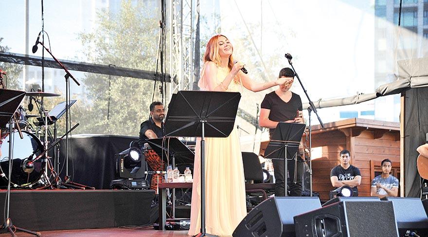 İstanbul'da ilk konser