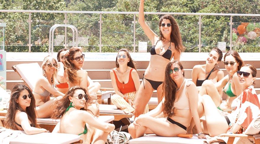 Kızlar sezonu havuzda açtı