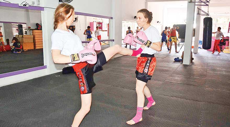 """İki kız kardeş, """"Öğrendiklerimizi dışarıda kullanmıyoruz. Barıştan yanayız. Şiddetin olmadığı, sadece maçlarda dövüş olan bir dünya istiyoruz"""" dedi."""