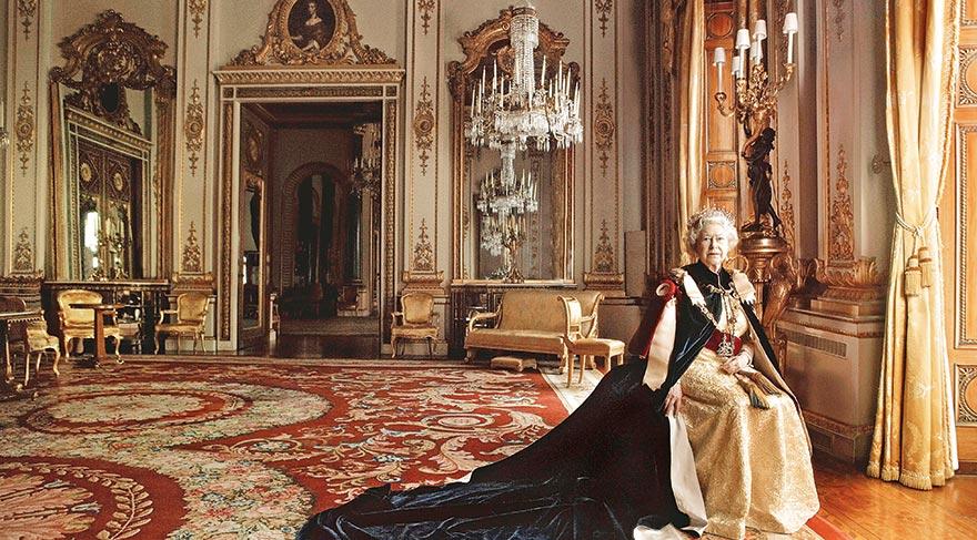 Kraliçe kapak kızı oldu
