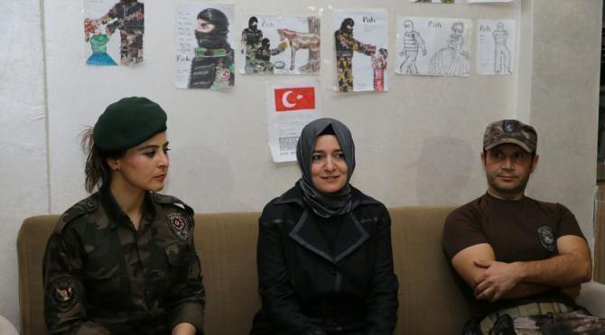 Mardin'de özel harekat polislerine çocuklardan anlamlı hediye