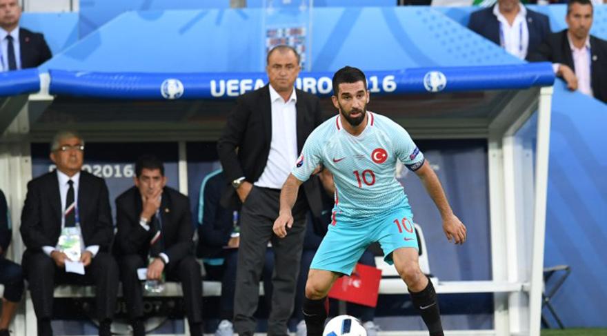 Ünlü isimler Çek Cumhuriyeti maçı sonrası sosyal medyada coştu