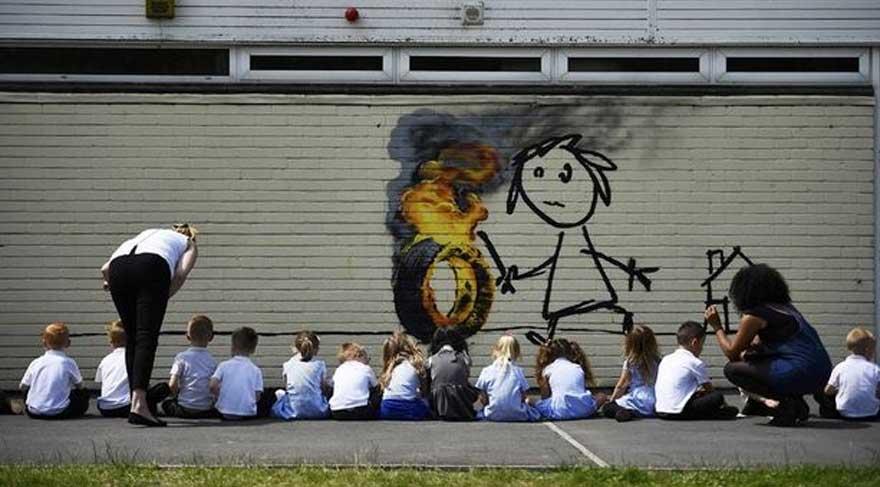 Banksy'den gelen mektubu görünce silmekten vazgeçtiler